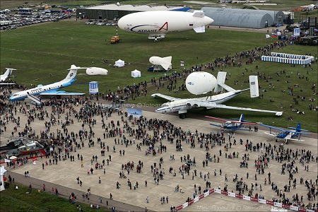 The RosAeroSystem's AU-30 and an aerostat are on display at the air show