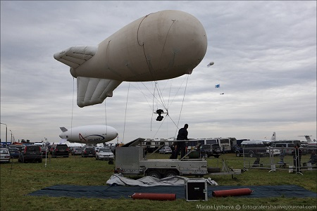 The Aviation Police deploys an aerostat with video surveillance equipment at the MAKS 2013 Air Show.