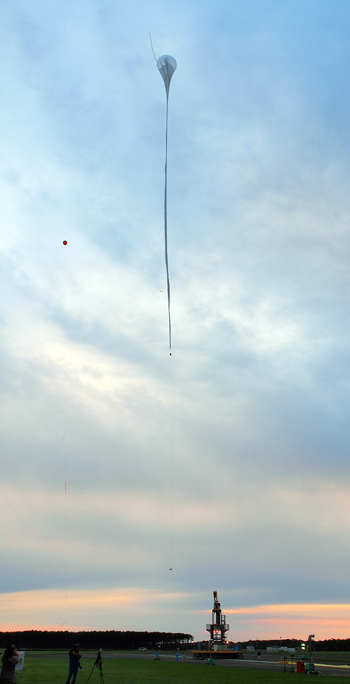 Release of the stratospheric balloon  Photo: jaxa.jp