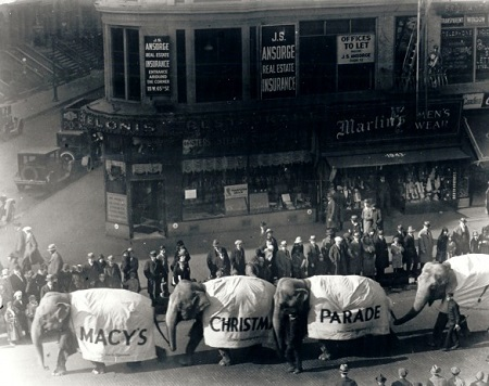 1924 - Central Park Zoo elephants participate in the parade. Photo: Macy's