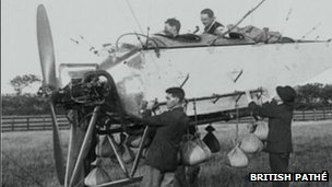 Ready to launch - crew and gondola of the AD-1 Airship.  Photo: BBC.co.uk/British Pathé