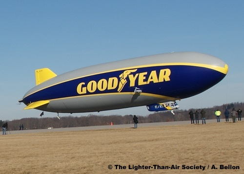 Close-up view of blimp as it begins take-off. Notice that the propellers are vectored up. Photo: A. Bellon - LTAS
