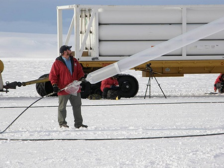 Close-up of a helium-carrying Kelly truck and a fill tube. Photo: NASA