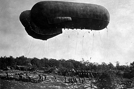 """During the First World War, Russia built two airships, including the world's largest, the """"Air Cruiser"""".  Image: UllsteinBild / Vostock_photo"""