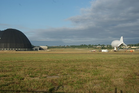 The aerostat on its mooring mast with the Akron Airdock to the left. Photo: © Alvaro Bellon