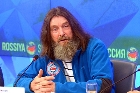 Traveler Fyodor Konyukhov at a news conference on his planned solo nonstop around the world flight aboard the Morton hot air balloon in 2016.  Source: Vladimir Trefilov / RIA Novosti -  rbth.com