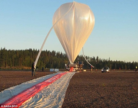 The super pressure balloon getting ready for a launch. Engineered to fly at 110,000 feet (33.5km) through the day/night cycle, at times the balloon dropped as low as 80,000 feet (24.3km) with the lowest drop nearing 70,000 feet (21.3km) when flying over a severe cold storm. Source: DailyMail.co.uk