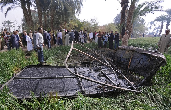 Egyptians gather at the site of a balloon crash where the debris from the burned gondola rests, outside al-Dhabaa village, just west of the city of Luxor on Feb. 26. Photo: Hagag Salama / AP