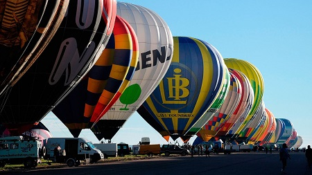 """More than 400 hot air balloons prepare to take off in Chambley-Bussieres, eastern France, on July 31 in an attempt to set a world record for collective taking off during the event """"Lorraine Mondial air ballons"""", an international hot-air balloon meeting. Photo: Rex Features: POL EMILE/SIPA"""