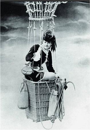 Fanny Godard, a professional balloonist, in 1879. -  Photo: Musée de l'Air et de l'Espace, Le Bourget, France
