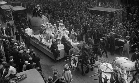 1924 Macy's 1st Christmas Parade.  Photo Bettmann/CORBIS