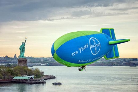 The Bayer Airship flies over New York in 2013. Photo: Bayer AG