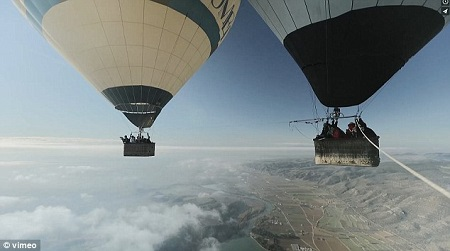A third balloon of observers watches the two joined ones. Photo: vimeo/Sébastien Montaz-Rosset