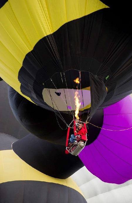 Michael Glen flying his balloon. Source: RollingPilot.com