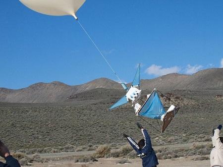 A PongSat flight starts with a volunteer-assisted desert launch. Photo: JP Aerospace.