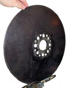 2 Black-painted flat metal disk