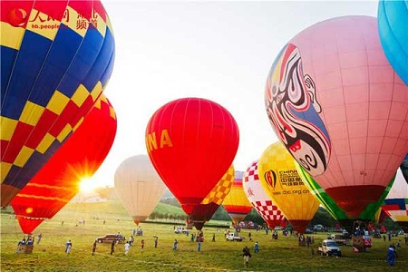 A national hot air balloon competition has lifted off in Central China's city of Wuhan. Photo courtesy of cntv.cn