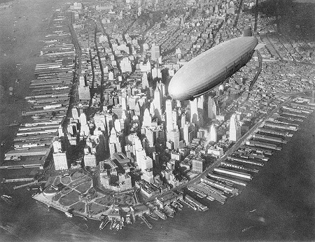 The USS Akron over Manhattan. Image: US Navy