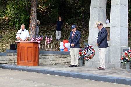 C. Lansdowne Hunt (R() and Wick Elderkin Houghton placed a wreath at the granite memorial in Ava. Photo: Alvaro Bellon