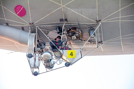 The pilot sits in a cart suspended below the hot airship. Photo courtesy of FAI.