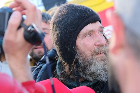 Fedor Konyukhov stands amongst the crowd after landing his hot air balloon. Photo: Briana Shepherd - ABC News